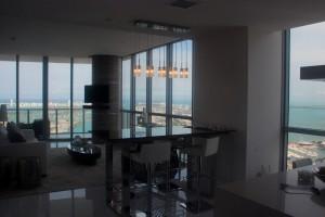 Dans un appartement luxe à Miami