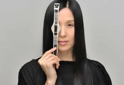 Uma Wang signe une gamme de montres Swatch