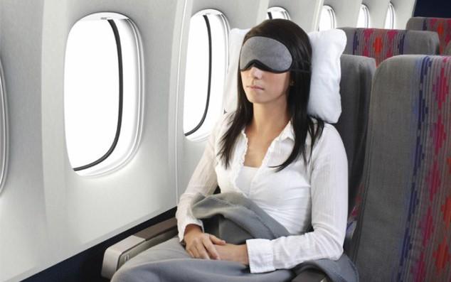 Les meilleures astuces pour bien dormir dans l'avion