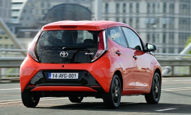 aygo la nouvelle toyota citadine. Black Bedroom Furniture Sets. Home Design Ideas