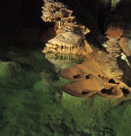 Descendre sous terre au Gouffre de Padirac