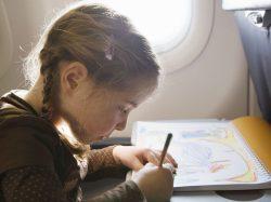 Top 10 des activités préférées pour occuper son enfant dans l'avion