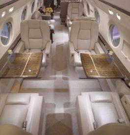 Feuilleter le guide des bonnes manières à bord d'un jet privé
