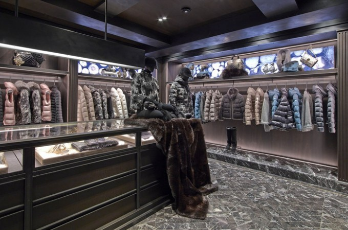 Une boutique Moncler à Paris