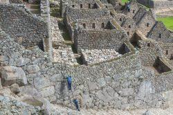 Les pierres sont parfaitement alignées, mais les travaux se poursuivent au Machu Picchu.