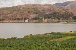 Calme et beauté de la pureté d'un paysage dans la vallée sacrée au Pérou
