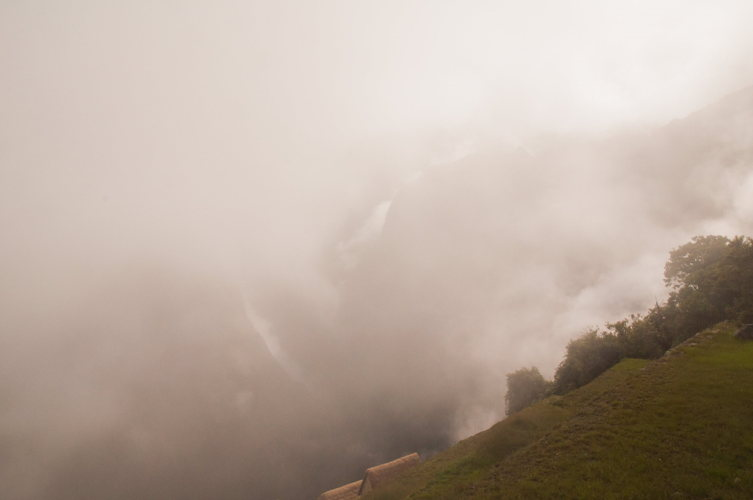 Une fois que l'on arrive en haut, ne pas être déçu par le brouillard, il fait partie du décor