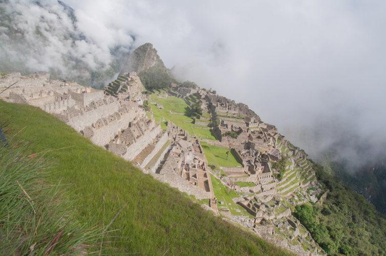 En quelques secondes, les nuages disparaissent sur le Machu Picchu