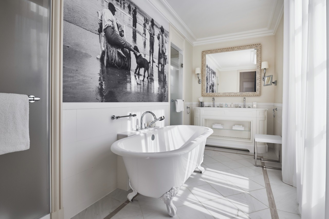 Salle de bain rénové à l'hôtel spa du palais à Biarritz