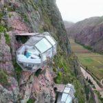 Hébergement insolite : Dormir à flanc de falaise