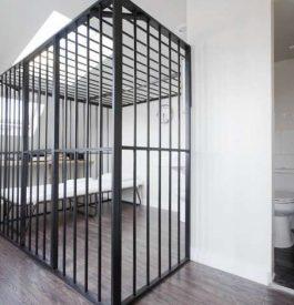 Hébergement insolite : dormir en prison