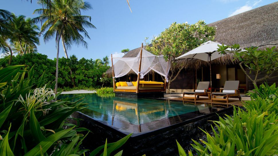 La piscine du One and Only aux Maldives
