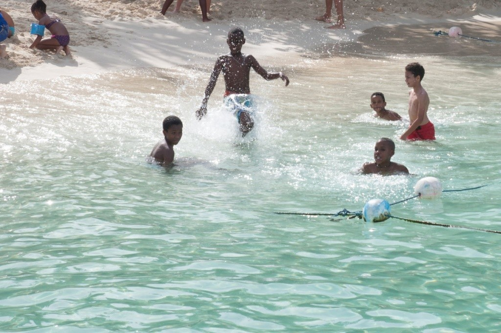 baignade- enfants - catalina beach