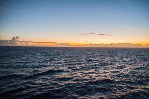 Une première nuit dans la mer de Caraïbes