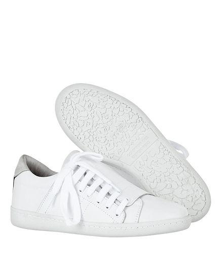 Voyagez stylées avec des sneakers
