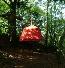 Hébergement insolite : Une tente suspendue dans le vide