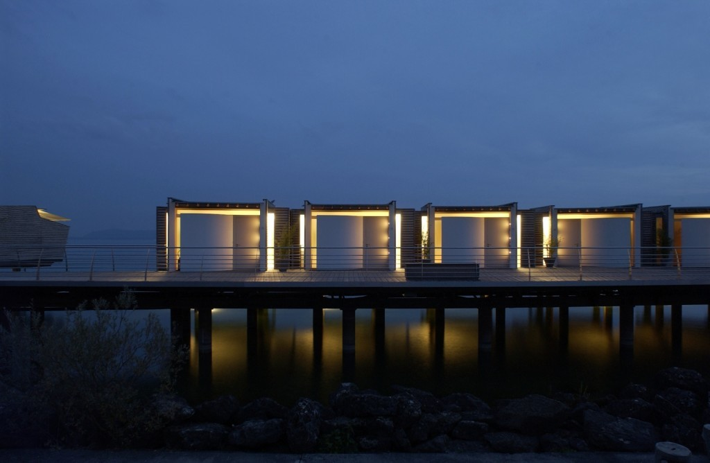l 39 h tel sur pilotis en suisse. Black Bedroom Furniture Sets. Home Design Ideas