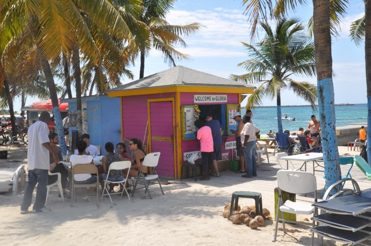 Cabane bar sur la plage à Nassau