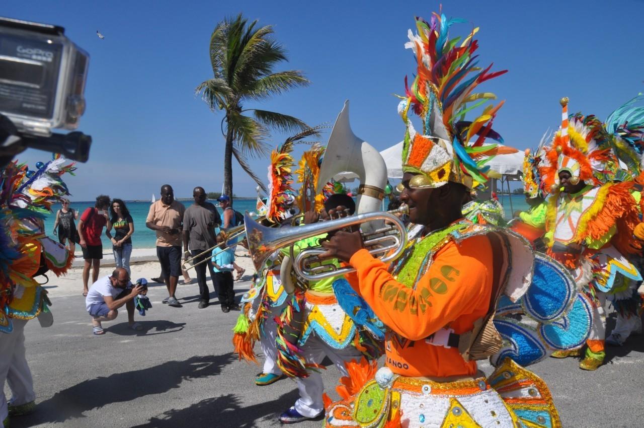 Les bandas au Junkanoo Carnaval