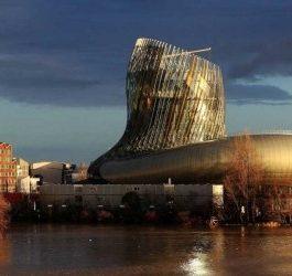 Se rapprocher de la cité du vin à Bordeaux