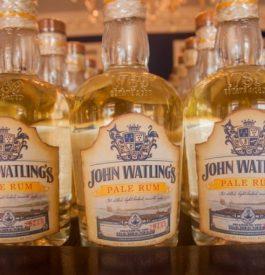 Dans la rhumerie John Watling aux Bahamas