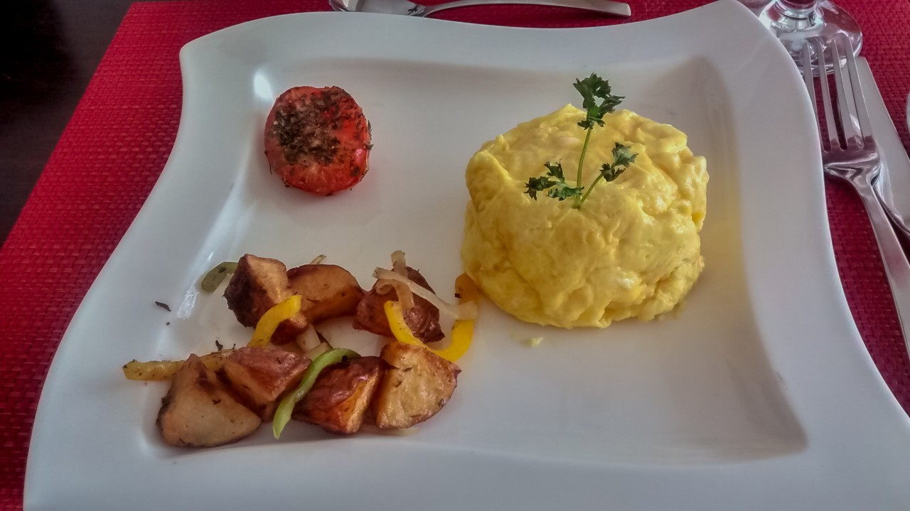 Petit déjeuner au Coral Sands