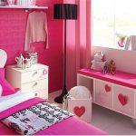 Hébergement insolite : La chambre Barbie au Plaza Athénée