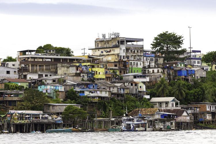 Les maisons A Manaus sur l'Amazone