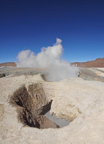 Contempler les geysers Sol de Manana en Bolivie