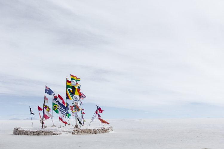 drapeaux - Salar de Uyuni - Bolivie