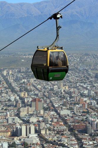 Le téléphérique de la cime du Cerro San Bernardo pour les moins courageux !