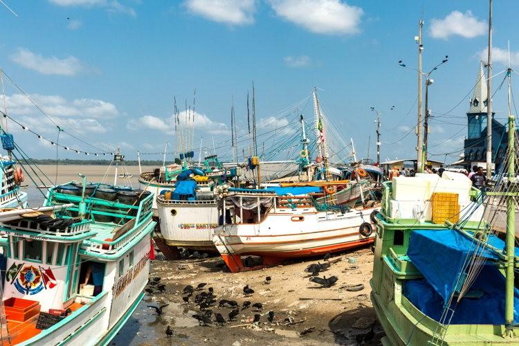 Dans le port de Bélem au Brésil