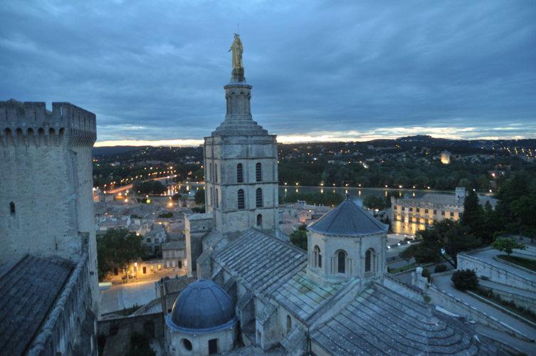 #EnFranceaussi Virée nocturne à Avignon