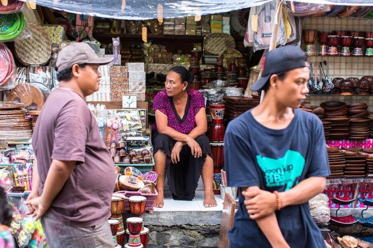 Dans les rues à Seminyak à Bali