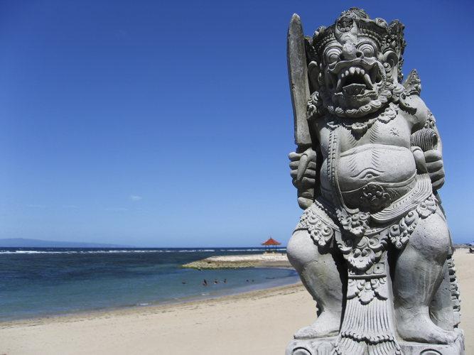 Les symboles sont omniprésents dans Sanur même sur la plage