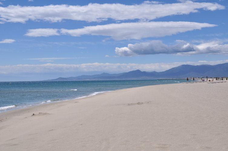La plage de sable blanc à Canet en Roussillon