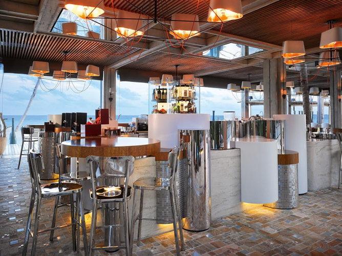 Le bar du Velaa Private Island aux Maldives