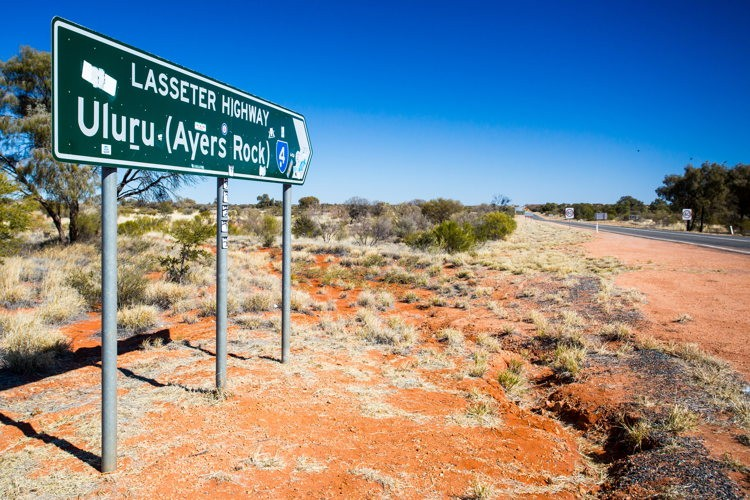 Direction Ayers Rock, la carte postale de l'Australie