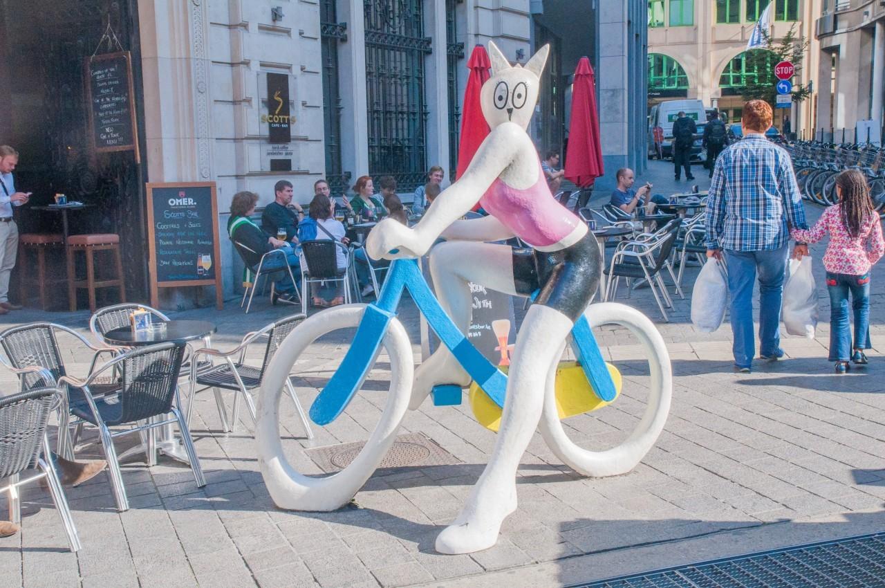 Avec Humour, on retrouve le chat symbole dans Bruxelles