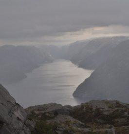 Parcourir le Preikestolen en Norvège