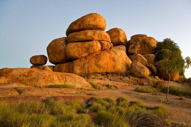 Des gros rochers de granit arrondis