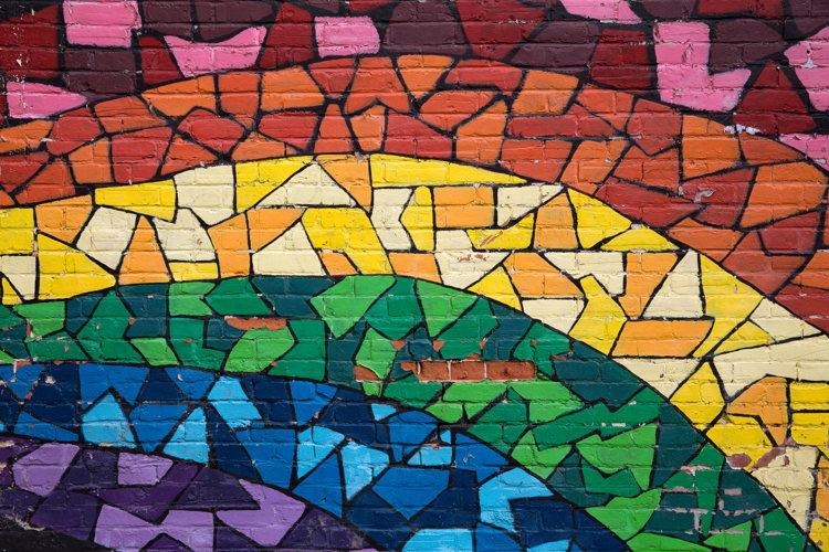 Ambiance festive dans le quartier gay de Montréal