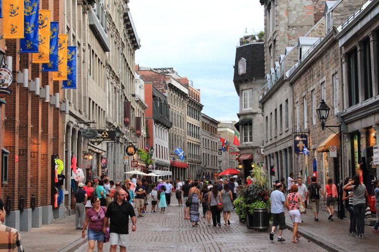 Dans les rues authentiques de Montréal