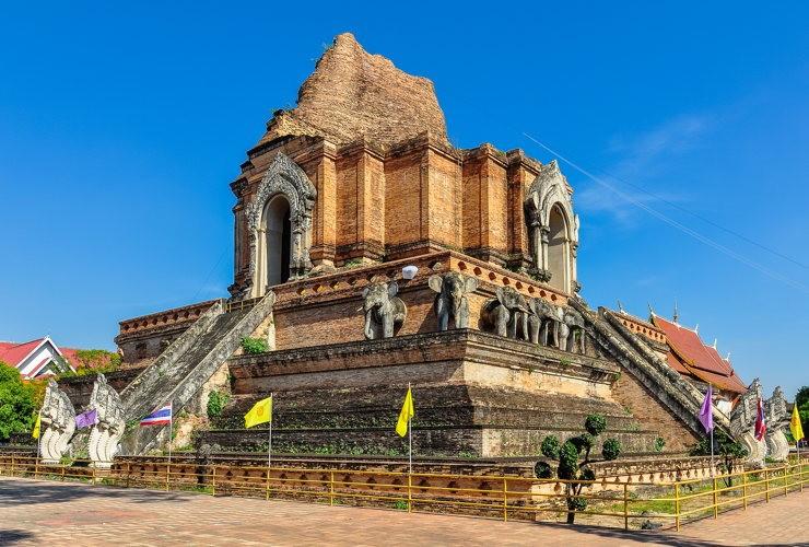 Au Wat Chedi Luang à Chiang Mai en Thailande