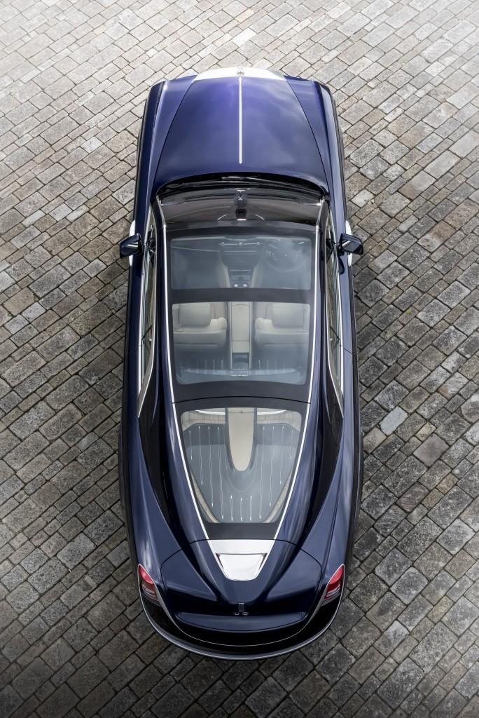 Découvrir le toit panoramique de la Roll Royce 103EX