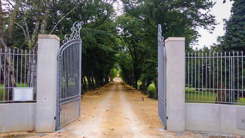 Ouverture du portail du château Prieuré Marques