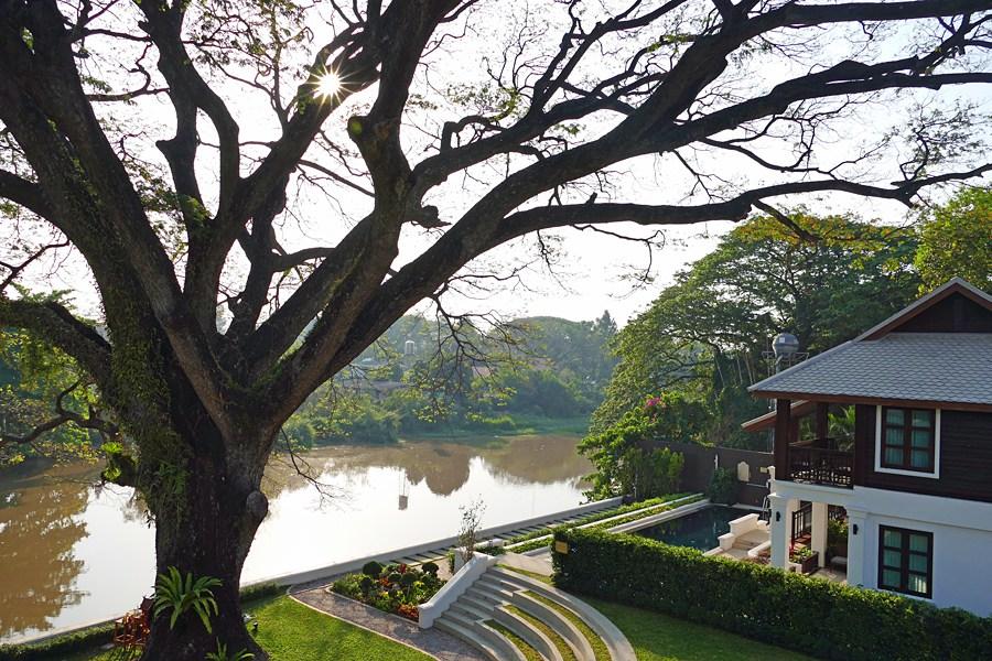 Le restaurant du Na Nirang Hôtel est situé en bord de rivière