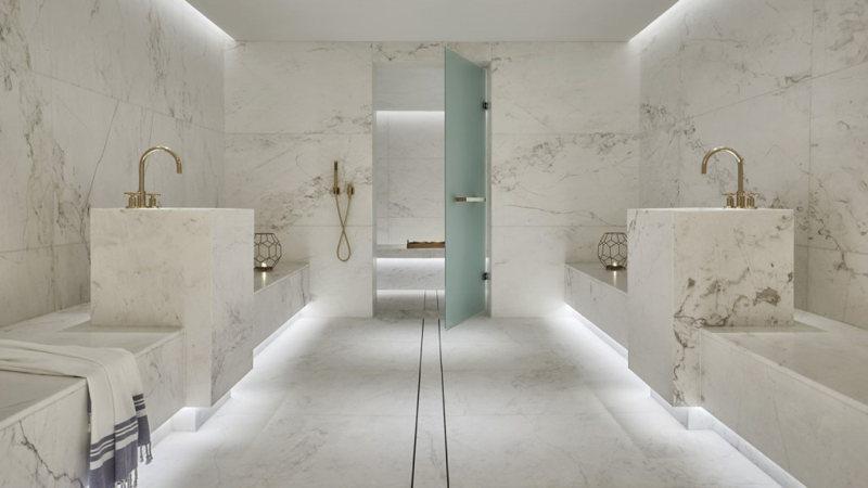 Massage en vue dans la cabine du spa du Four Seasons Hôtel à Miami