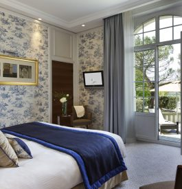 Dans une chambre à l'hôtel Normandy à Deauville