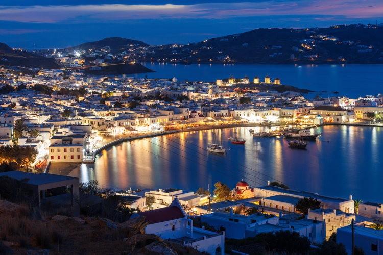 Version de nuit, la baie de Mykonos